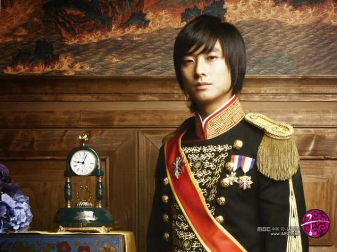 10 năm sau bê bối ma túy, Thái tử Shin nhận giải danh giá - Ảnh 4.