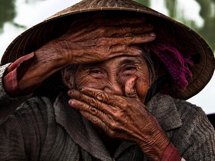Ngắm hình ảnh Cụ bà Việt đẹp nhất thế giới  - Ảnh 3.
