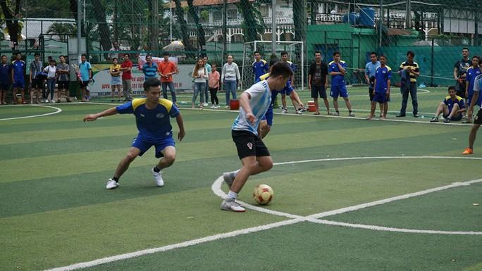 Sôi nổi giải bóng đá SAMCO League - Ảnh 2.