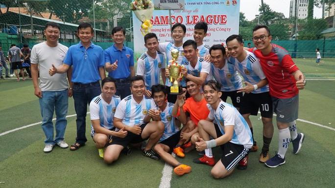 Sôi nổi giải bóng đá SAMCO League - Ảnh 1.