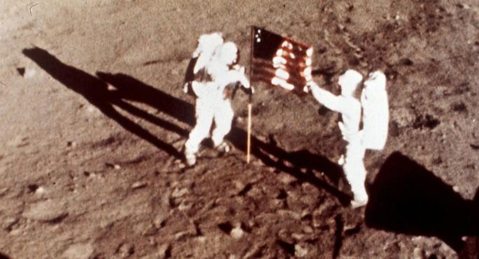Nga quyết lên mặt trăng kiểm tra dấu chân Mỹ  - Ảnh 1.