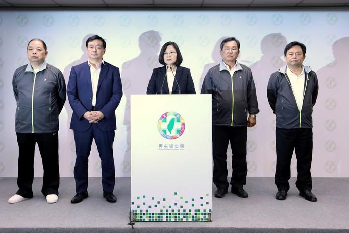 Bà Thái Anh Văn từ chức lãnh đạo đảng cầm quyền Đài Loan - Ảnh 1.