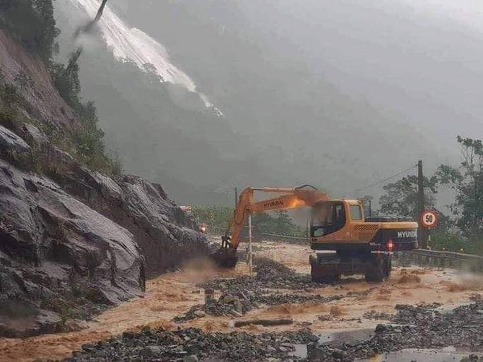 Khánh Hòa: Cầu sập, cô lập nhiều nơi do ảnh hưởng bão số 9 - Ảnh 17.