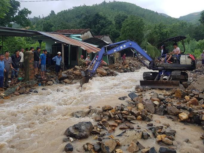 Khánh Hòa: Cầu sập, cô lập nhiều nơi do ảnh hưởng bão số 9 - Ảnh 14.