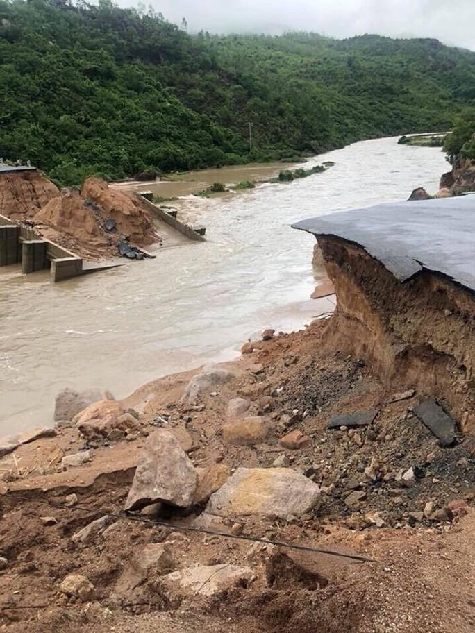 Khánh Hòa: Cầu sập, cô lập nhiều nơi do ảnh hưởng bão số 9 - Ảnh 7.