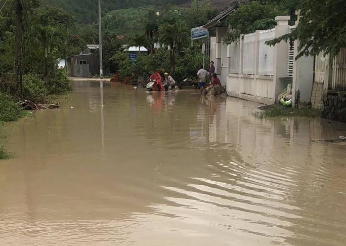 Khánh Hòa: Cầu sập, cô lập nhiều nơi do ảnh hưởng bão số 9 - Ảnh 12.