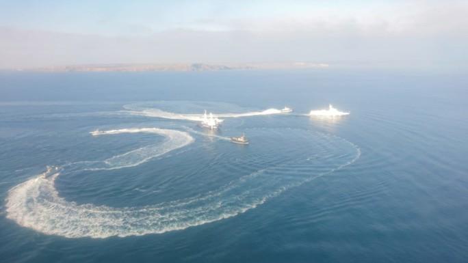Cận cảnh tàu Ukraine cố áp sát Crimea bất chấp Nga xua đuổi - Ảnh 1.