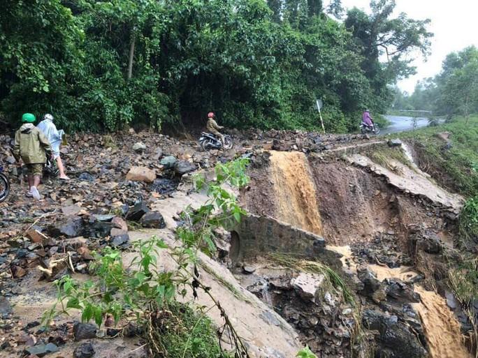 Khánh Hòa: Cầu sập, cô lập nhiều nơi do ảnh hưởng bão số 9 - Ảnh 5.