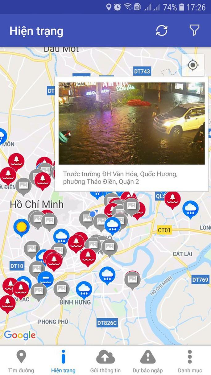 Ảnh hưởng bão số 9: TP HCM mưa lớn, cây gãy đổ đè chết người đi đường - Ảnh 8.