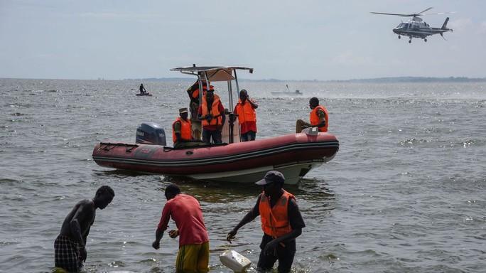 Bị chìm thuyền lúc ăn tiệc, 31 người thiệt mạng - Ảnh 1.
