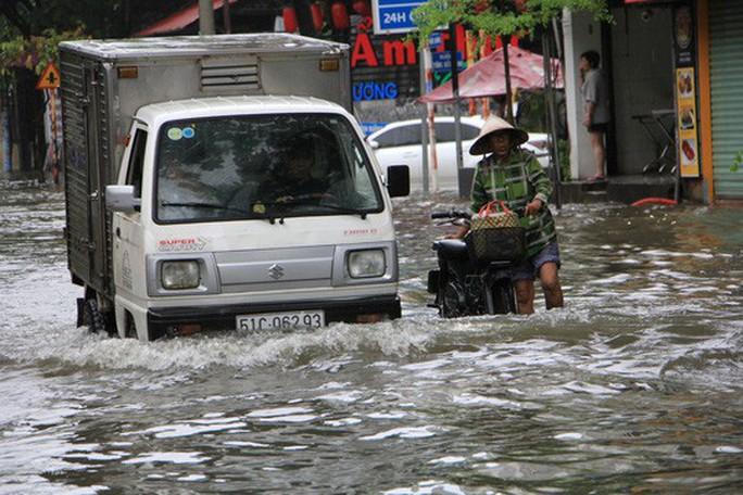 Sau bão số 9, Nam Bộ tiếp tục mưa to đến rất to - Ảnh 2.
