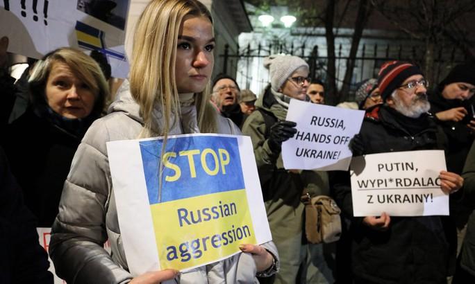 Nga chuẩn bị buộc tội thủy thủ Ukraine trên 3 tàu bị bắt - Ảnh 2.