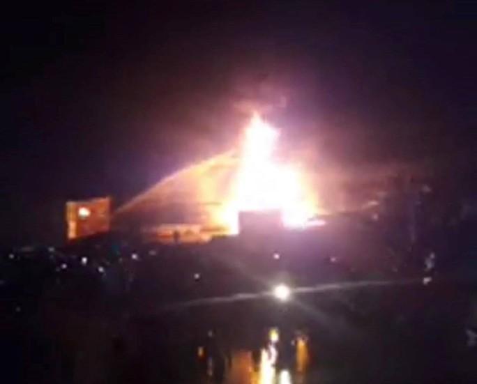Cháy dữ dội kho xăng ở Nha Trang - Ảnh 1.