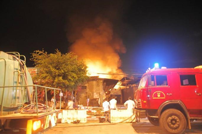Cháy dữ dội kho xăng ở Nha Trang - Ảnh 6.