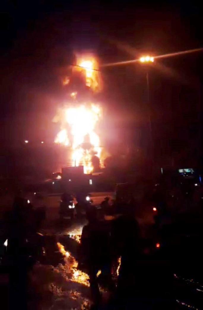 Cháy dữ dội kho xăng ở Nha Trang - Ảnh 3.