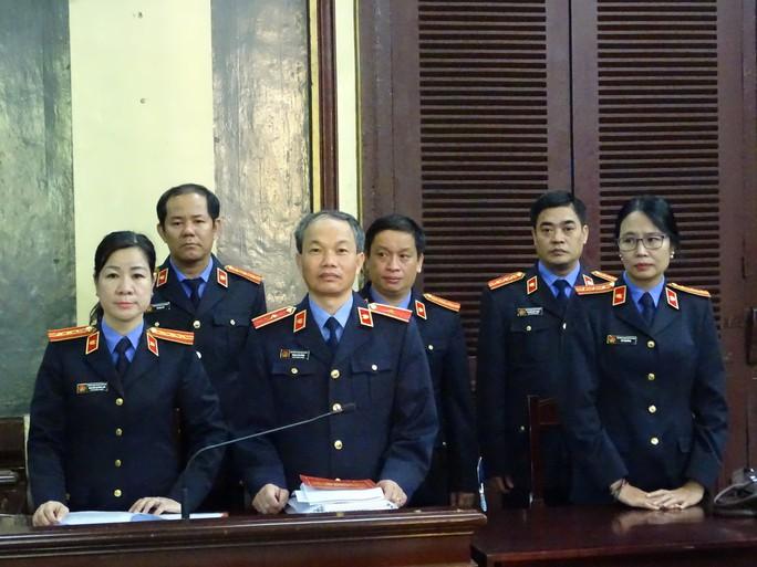 Luật sư của Vũ nhôm trưng tài liệu tiếng nước ngoài, tòa không chấp nhận - Ảnh 2.