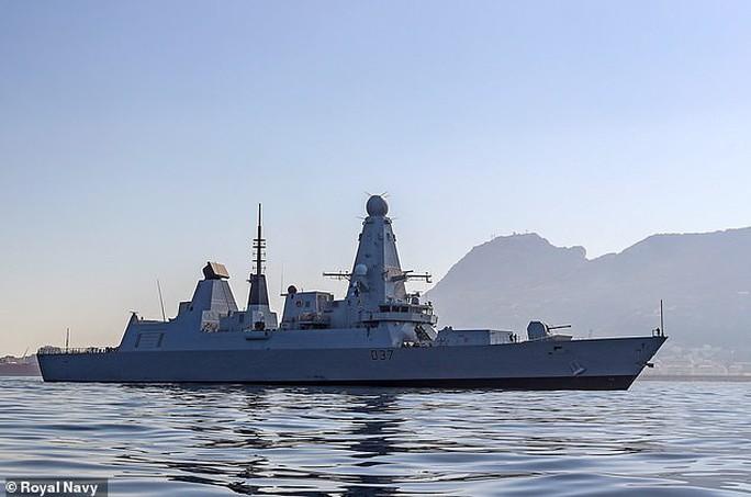 Anh tố 17 chiến đấu cơ Nga kèm cặp tàu chiến NATO gần Crimea - Ảnh 2.