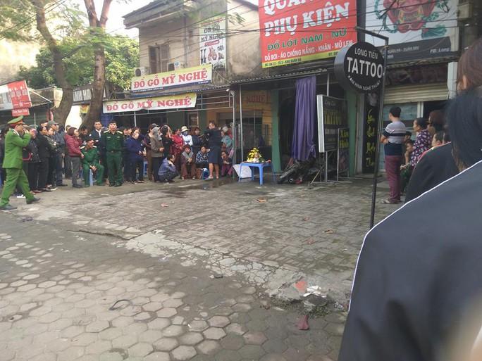 Nữ chủ nhà tử vong trong vụ cháy cửa hàng bán quần áo khóa trái - Ảnh 1.