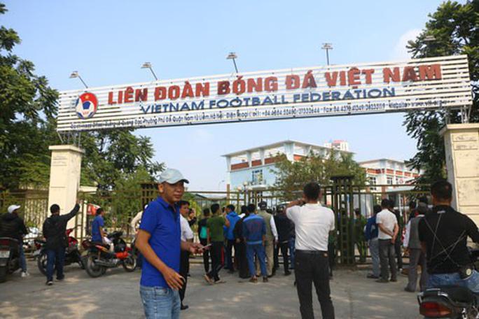 CĐV Việt Nam phẫn nộ với vé online - Ảnh 2.