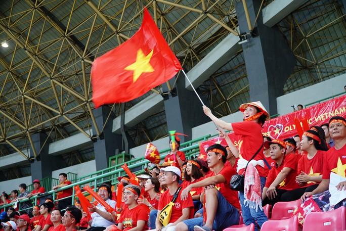 Gần 17 triệu đồng cho tour sang Philippines cổ vũ đội tuyển Việt Nam - Ảnh 1.