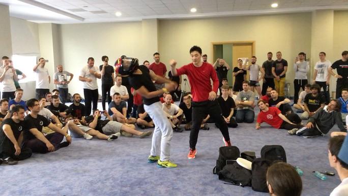 Lý Tiểu Long Hàn Quốc tinh thông 15 môn võ đến Việt Nam huấn luyện - Ảnh 2.