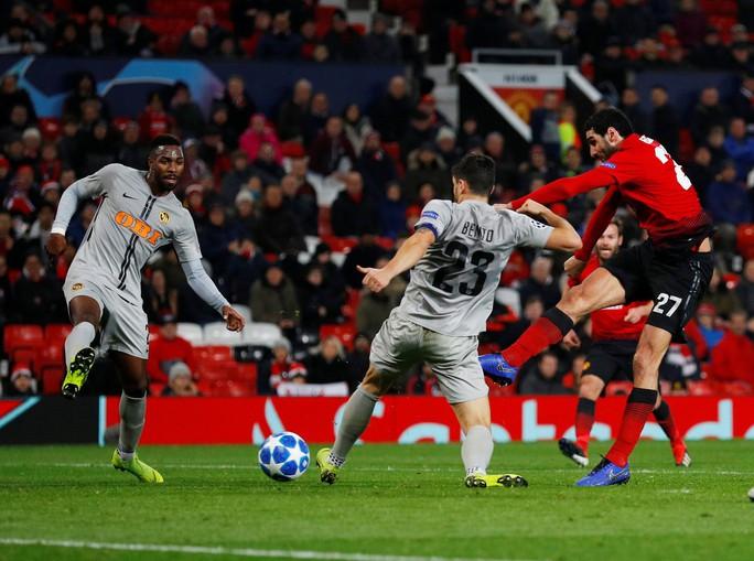 Cứu tinh Fellaini đưa Man United vượt vòng bảng, Ronaldo hoá người hùng Juve - Ảnh 4.
