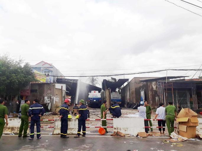 Cháy 6 xe bồn, 3 bể chứa xăng dầu ở Nha Trang - Ảnh 2.