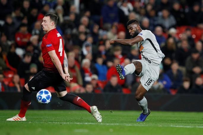 Cứu tinh Fellaini đưa Man United vượt vòng bảng, Ronaldo hoá người hùng Juve - Ảnh 3.