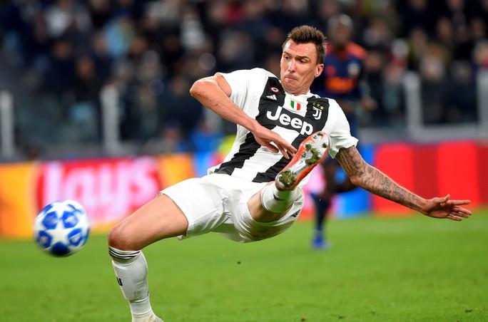 Cứu tinh Fellaini đưa Man United vượt vòng bảng, Ronaldo hoá người hùng Juve - Ảnh 6.