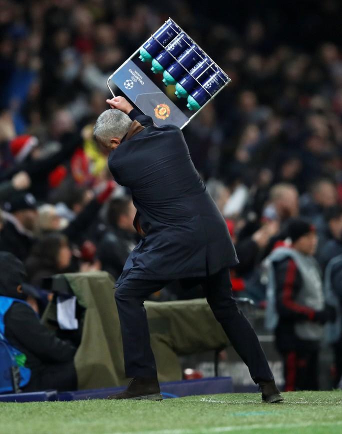 Cứu tinh Fellaini đưa Man United vượt vòng bảng, Ronaldo hoá người hùng Juve - Ảnh 1.