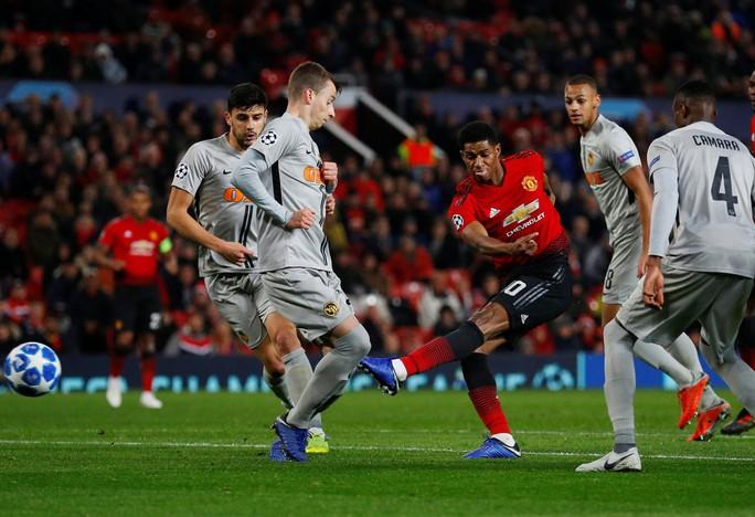 Cứu tinh Fellaini đưa Man United vượt vòng bảng, Ronaldo hoá người hùng Juve - Ảnh 2.