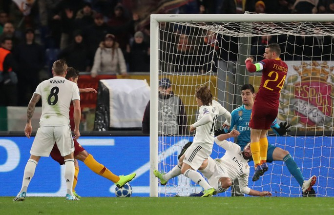 Bayern Munich, Real Madrid cứu ghế HLV, vượt vòng bảng Champions League - Ảnh 5.