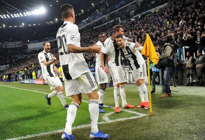 Cứu tinh Fellaini đưa Man United vượt vòng bảng, Ronaldo hoá người hùng Juve - Ảnh 7.