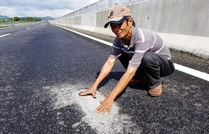 Nhiều ổ gà lại xuất hiện trên đường cao tốc Đà Nẵng – Quảng Ngãi - Ảnh 3.