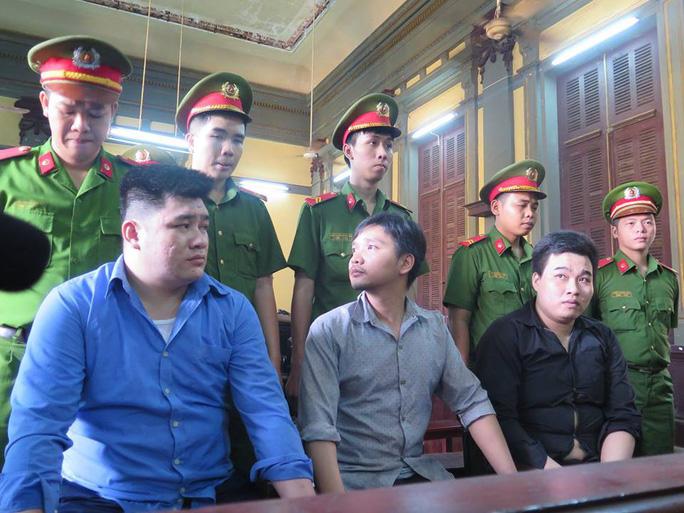 Đang xét xử vụ đâm chết 2 hiệp sĩ trên đường Cách Mạng Tháng 8 - Ảnh 1.