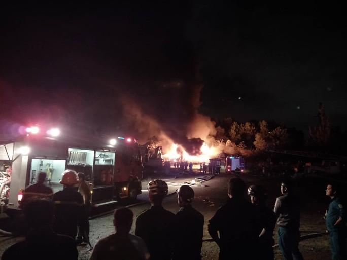 Đà Nẵng: Cháy kinh hoàng tại kho sơn 1.000 m2 thuộc KCN Hòa Cầm - Ảnh 3.