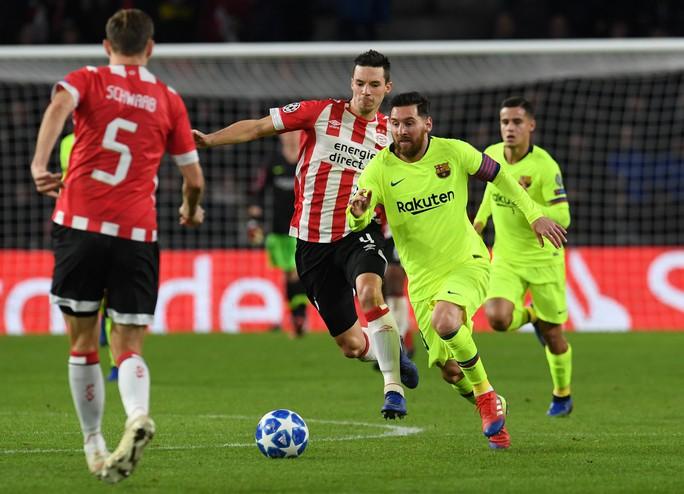 Messi lập siêu phẩm, Barcelona vượt vòng bảng Champions League - Ảnh 3.