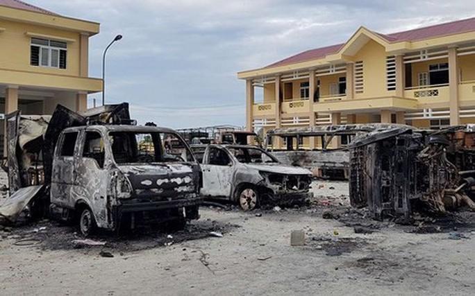 Xử vụ gây rối, đốt xe công an ở Bình Thuận - Ảnh 2.