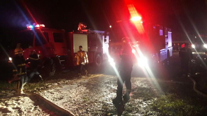 Đà Nẵng: Cháy kinh hoàng tại kho sơn 1.000 m2 thuộc KCN Hòa Cầm - Ảnh 6.
