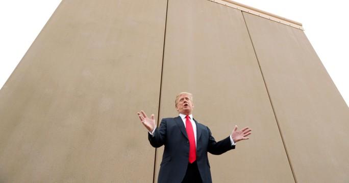 Ông Donald Trump: 5 tỉ USD xây tường biên giới hoặc đóng cửa chính phủ - Ảnh 1.