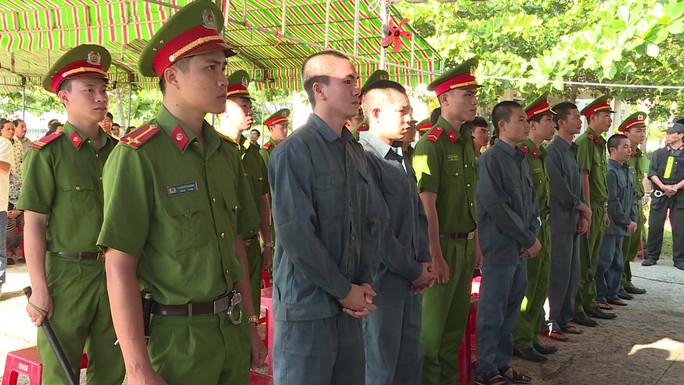 Xử vụ gây rối, đốt xe công an ở Bình Thuận - Ảnh 1.