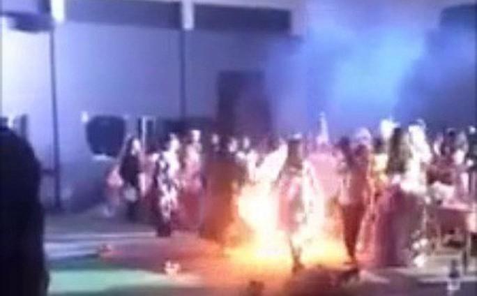 Vụ nữ sinh viên  bốc cháy như đuốc tại lễ hội Halloween: Sự cố ngoài ý muốn nên không xem xét kỷ luật - Ảnh 1.