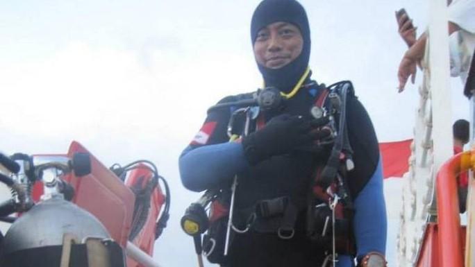 Thợ lặn tử vong khi tìm kiếm máy bay Lion Air - Ảnh 1.