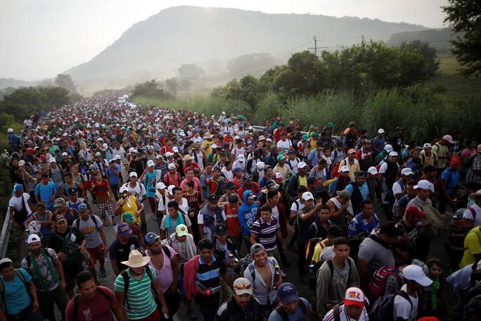 Ông Donald Trump dọa bỏ tù người di cư quá khích - Ảnh 2.