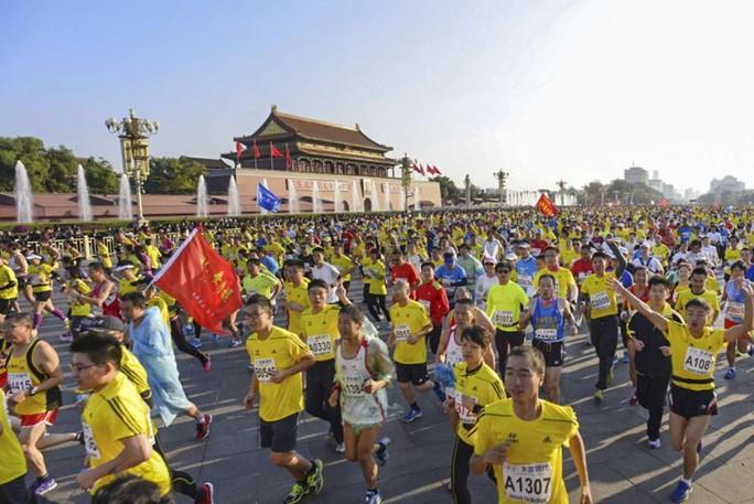 Camera giao thông Trung Quốc tóm VĐV chạy marathon gian lận - Ảnh 4.