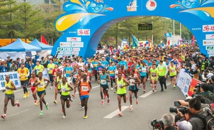Camera giao thông Trung Quốc tóm VĐV chạy marathon gian lận - Ảnh 1.