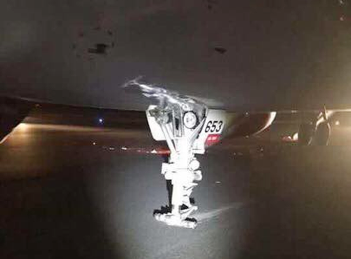 Báo cáo Thủ tướng sự cố nghiêm trọng khi máy bay hạ cánh - Ảnh 1.