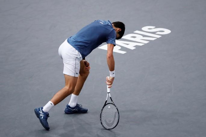 Video: Đuối sức, Djokovic để Khachanov tạo địa chấn ở Paris - Ảnh 3.
