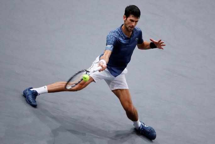 Video: Đuối sức, Djokovic để Khachanov tạo địa chấn ở Paris - Ảnh 1.
