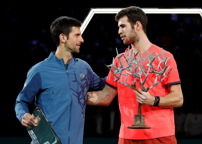 Video: Đuối sức, Djokovic để Khachanov tạo địa chấn ở Paris - Ảnh 6.